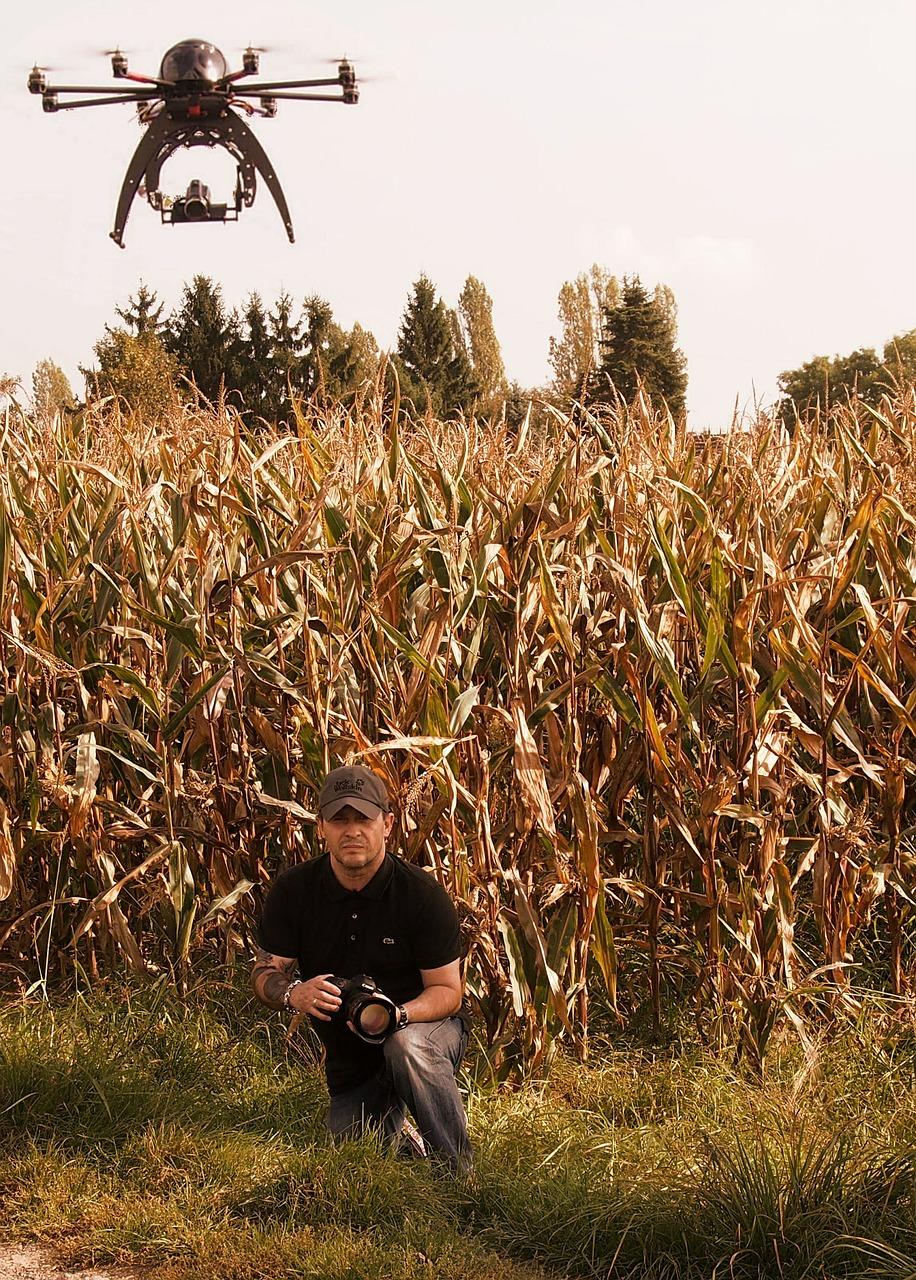 Drohne über einem Feld